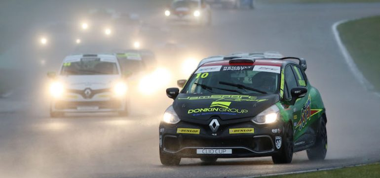 UK Clio Cup Storms Into Rockingham